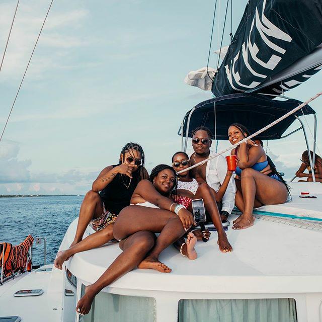 Crew love  📸 @playanoir . ✬✬✬✬✬⠀ #blackishtravel #vaca #tulum #blacktravelmovement #mood #luxurylifestyle  #blackgirlmagic #luxury #vibe #tribe #blacktravelfeed #blackpeopletravel #viral #vibes #melanated #travel #instatravel #travelgram #explorepage #bla https://t.co/Ex7IpEA7Ce