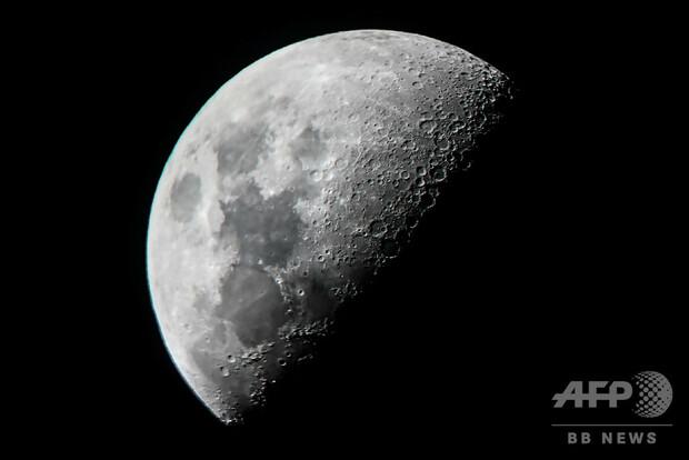 【期待】月面の水、想定より大量に存在か大量の水が存在する可能性があるとした論文2本が、英科学誌に掲載された。将来の探査で、飛行士が月面で飲み水や燃料を補給できる可能性を高める発見。
