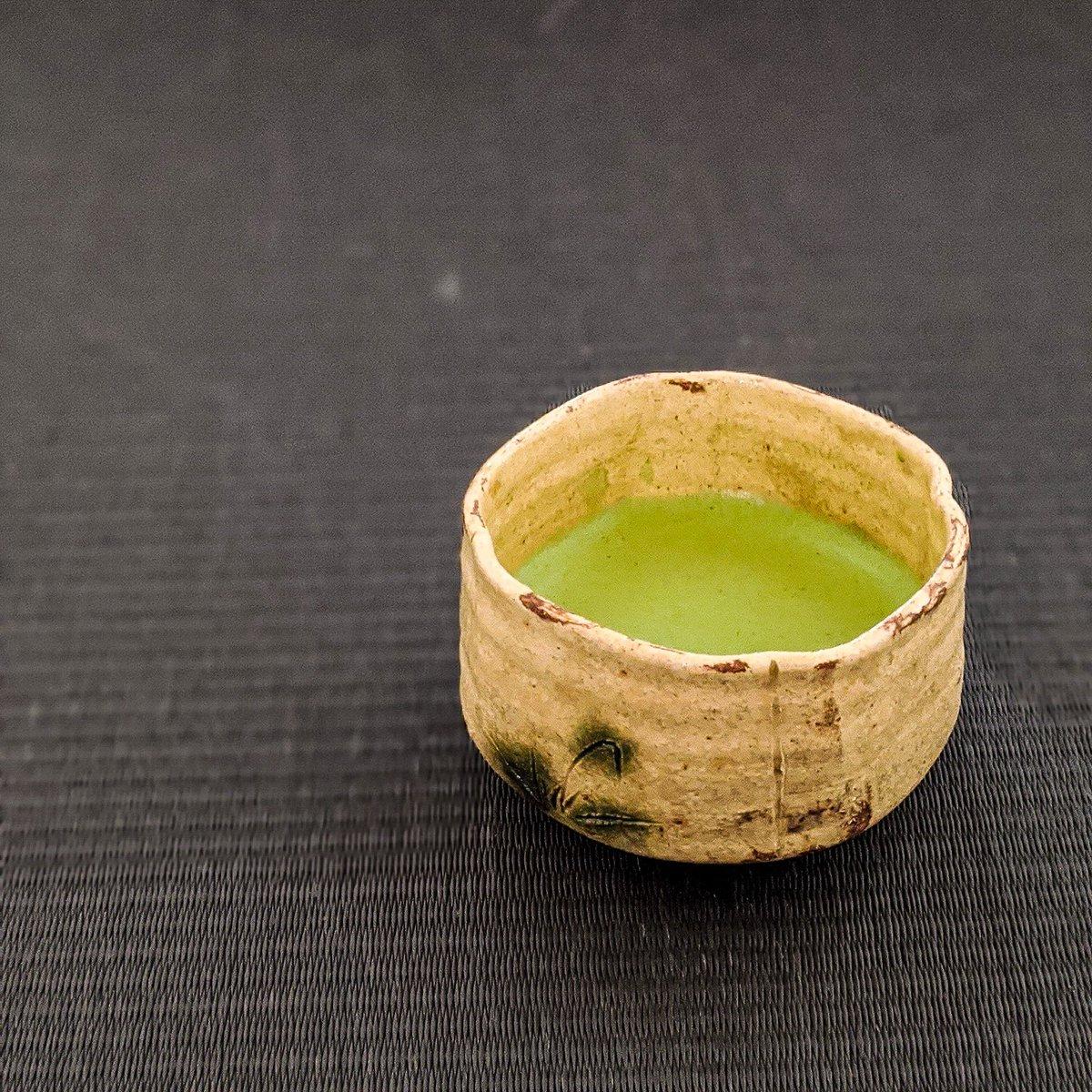 朝の一服 西岡悠@岐阜 3401服  黄瀬戸向付茶碗  ついついいろんなことをしたくなる、してしまう。でも、ゆっくり過ごす時間も大事ですね。  朝の一服もそんな時間にしたい。  #西岡悠  #茶の湯 #茶会 #茶道 #茶碗 #抹茶 #TeaCeremony #Chanoyu #TeaBowl #Matcha #pottery #ceramics https://t.co/hM4cVEPNLz