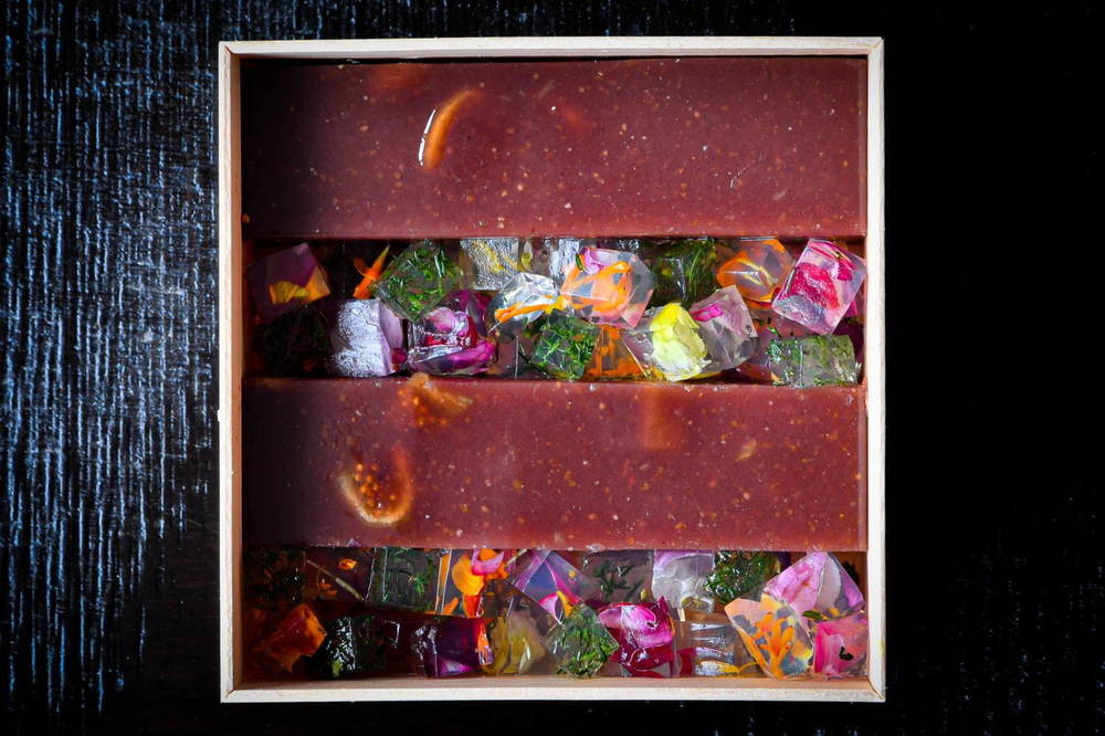 """""""花咲く和菓子""""「ハナエミ」六本木で販売、花びら入り寒天×洋風羊羹のジュエリーボックス?! -"""