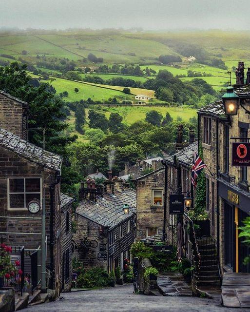 England  Haworth morning, West Yorkshire, United Kingdom 🇬🇧🤍🔥  #england #travel #yorkshire https://t.co/v1GMM7LqOs