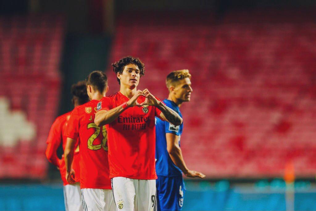 Darwin Núñez (21|🇺🇾) en la temporada 2020/21 con el #Benfica:  •🅰️🅰️ vs. Famalicao. •🅰️ vs. Moreirense. •🅰️ vs. Farense •🅰️ vs. Rio Ave. •⚽️⚽️⚽️ vs. Lech Pozan. •⚽️ vs. Belenenses.  Un delantero completo. Uno de los sudamericanos más en forma en Europa. Cláusula de €150M. https://t.co/rJbxSSL5yN