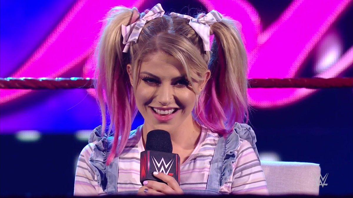 😈😈😈😈😈  #WWERaw #MomentOfBliss @AlexaBliss_WWE https://t.co/fA6vjnCCU0