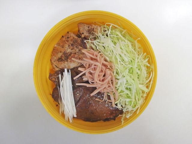 お昼~ヽ(・8・)ノ  2種豚丼 自家製紅生姜   20201027 Lunch #豚丼 #つや姫  #bento #obento #obentoart 参考レシピ