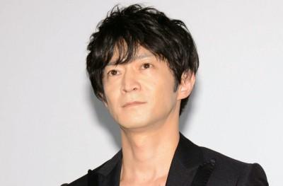 【話題】津田健次郎、朝ドラ「エール」に顔出しで出演27日放送の『エール』第97回に、同作の語りを務める津田健次郎が、裕一の幼なじみ・久志のマージャン仲間の犬井としてドラマに登場した。