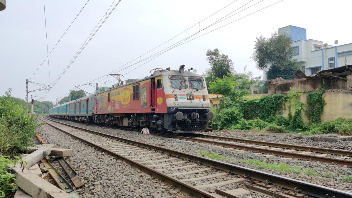 Haldiram Advertised AJNI WAP7 Locomotive With 07380 : Hazrat Nizamuddin Delhi - Vasco Da Gama Goa Clone Humsafar Express .  #CentralRailways #IndianRailways #Cloneexpress #HumsafarExpresss #SouthWesternRailways #Pune #Nagpur #Ajni #Wap7 #Haldiram https://t.co/zMvmauHgJo