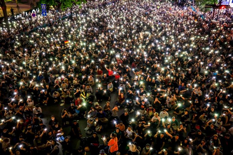 Thailand parliament meets to discuss pro-democracy protests https://t.co/ihNNt2Nij0 https://t.co/uuPzfstZSX