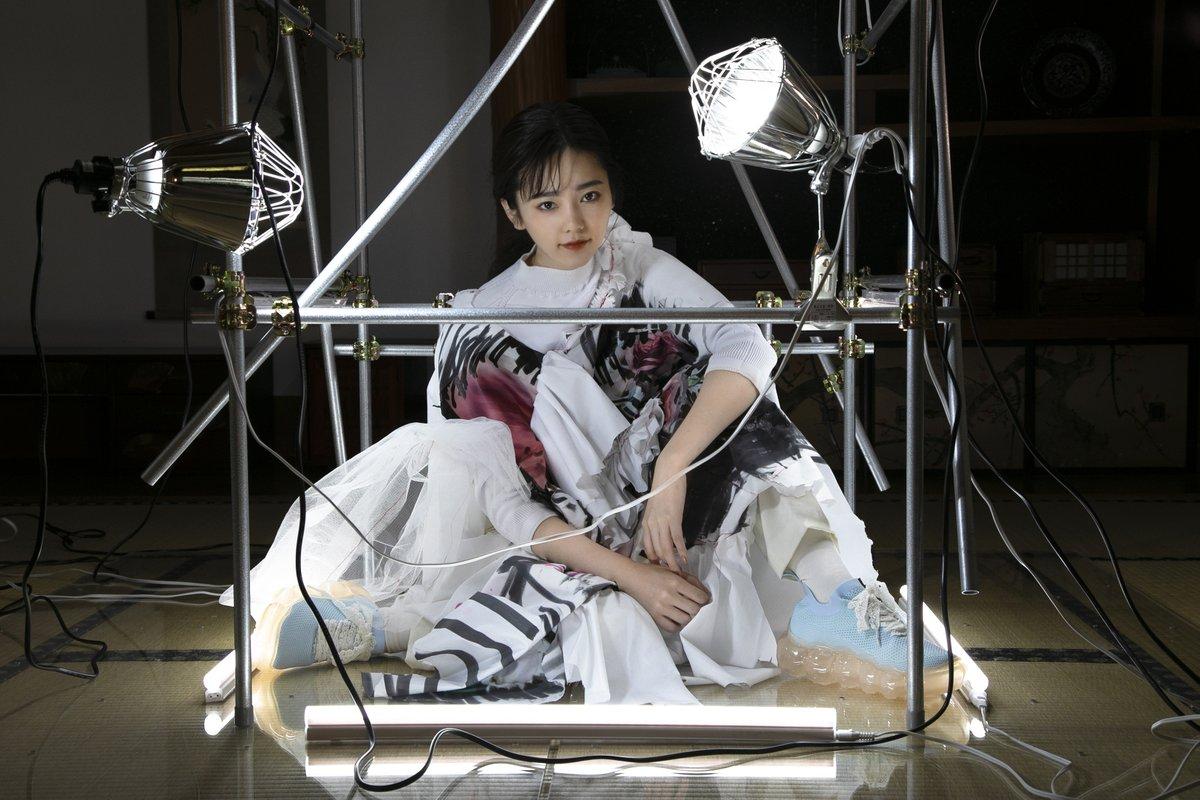 フットウェアブランド「グラウンズ」が元AKB48島崎遥香とのコラボレーションアイテムを発表
