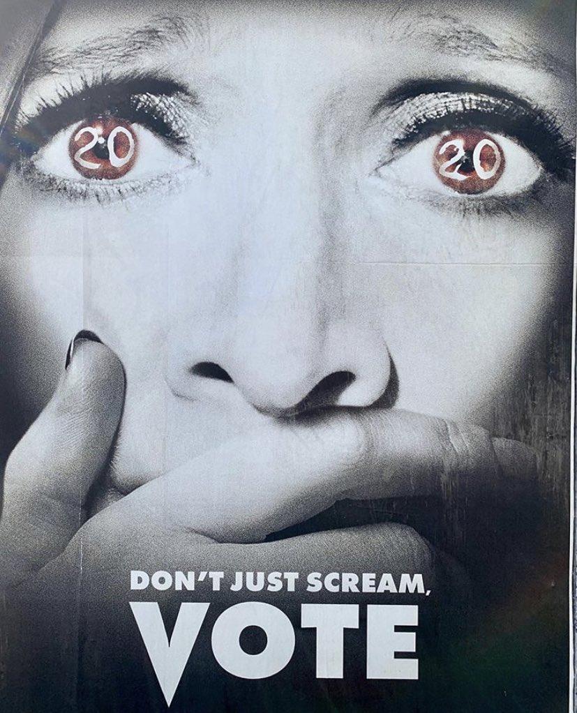 David Arquette anima a votar en las próximas elecciones estadounidenses con esta peculiar foto a tan solo una semana exacta del día decisivo. #Scream #Vote https://t.co/K6ueUxIrnf