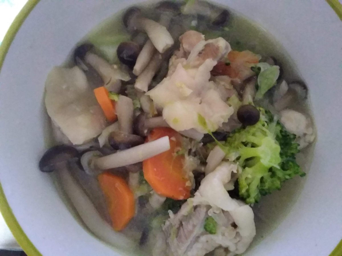 今日の夕飯は、『鶏肉とブロッコリーの具だくさんみそ汁』というものを初めて作ってみました ( *´∀`)ノ初めて作ったから…作るのに「2時間」かかっちゃいました(苦笑っ)相変わらず...盛りつけ下手です (;´Д`A↓レシピはこちらです