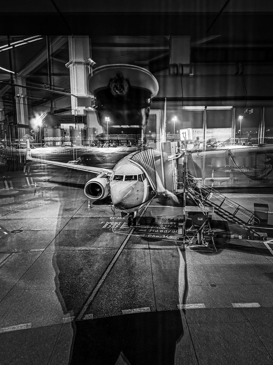 Das letzte mal dass ich in #TXL gelandet bin. Ich oute mich aber als Befürworter für #BER der nun endlich, nach keinen Verzögerungen, eröffnet #Flughafen #airporttwitter https://t.co/VPx537pLb5