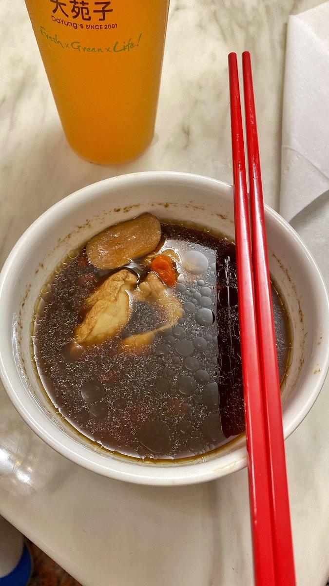 自己嘗試燉的藥膳雞湯 喝了十多碗、真的無敵 https://t.co/HE7p4sK3h7