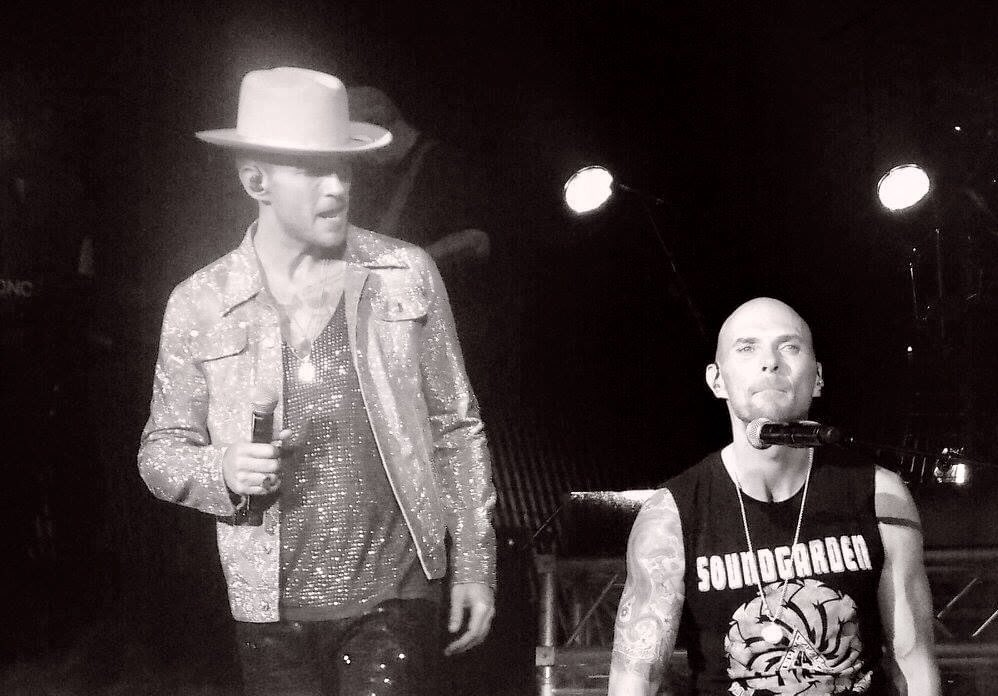 #TuesdayThoughts This is true brotherly love @mattgoss You both love being up on a stage bringing it large #livemusic #GossBrothers #handsome #gorgeous #sendinglove🎤🥁❤️❤️🏴󠁧󠁢󠁳󠁣󠁴󠁿 https://t.co/z6geRkHbna