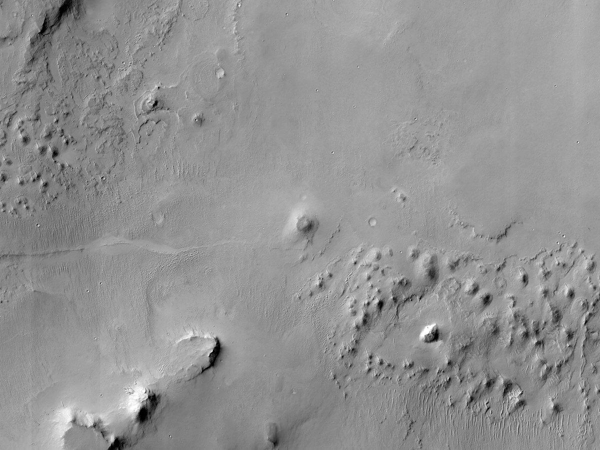 HiPOD 27 Deireadh Fómhair 2020 Talamh idir Cráitéir i gCríoch Láir Arabia  uimhir: ESP_053024_2040 dáta faighte: 18 Mí na Samhna 2017  airde: 285 km  NASA/JPL/UArizona https://t.co/X9mcjGbk7O #Mars #NASA #Gaeilge #Irish https://t.co/rkVlmAyp97