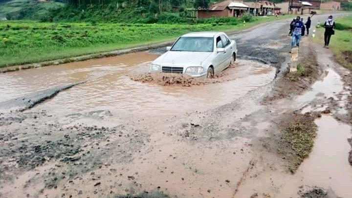 I can still hear that our Gov't looks to build roads for DR Congo 🤔  When will dictator @KagutaMuseveni and his inept regime learn that charity begins at home?   #MuseveniMustGo as his patriotism is null - Let us all vote him out @NUP_Ug @People_Power_Ug @IAmSegawa @MKSerumaga https://t.co/Nz3AlJvjZV