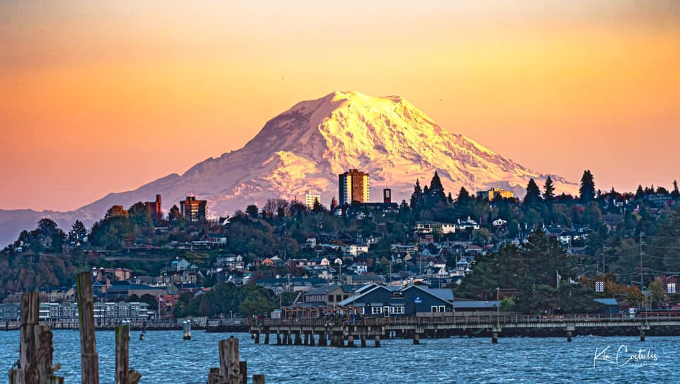 💛 Spectacular Mount Rainier seen from Ruston Way in Tacoma.   Thanks to Kim Maddux Costulis for sharing! #k5fall #k5love https://t.co/09nUxBa08d https://t.co/nZtbcEMxmE