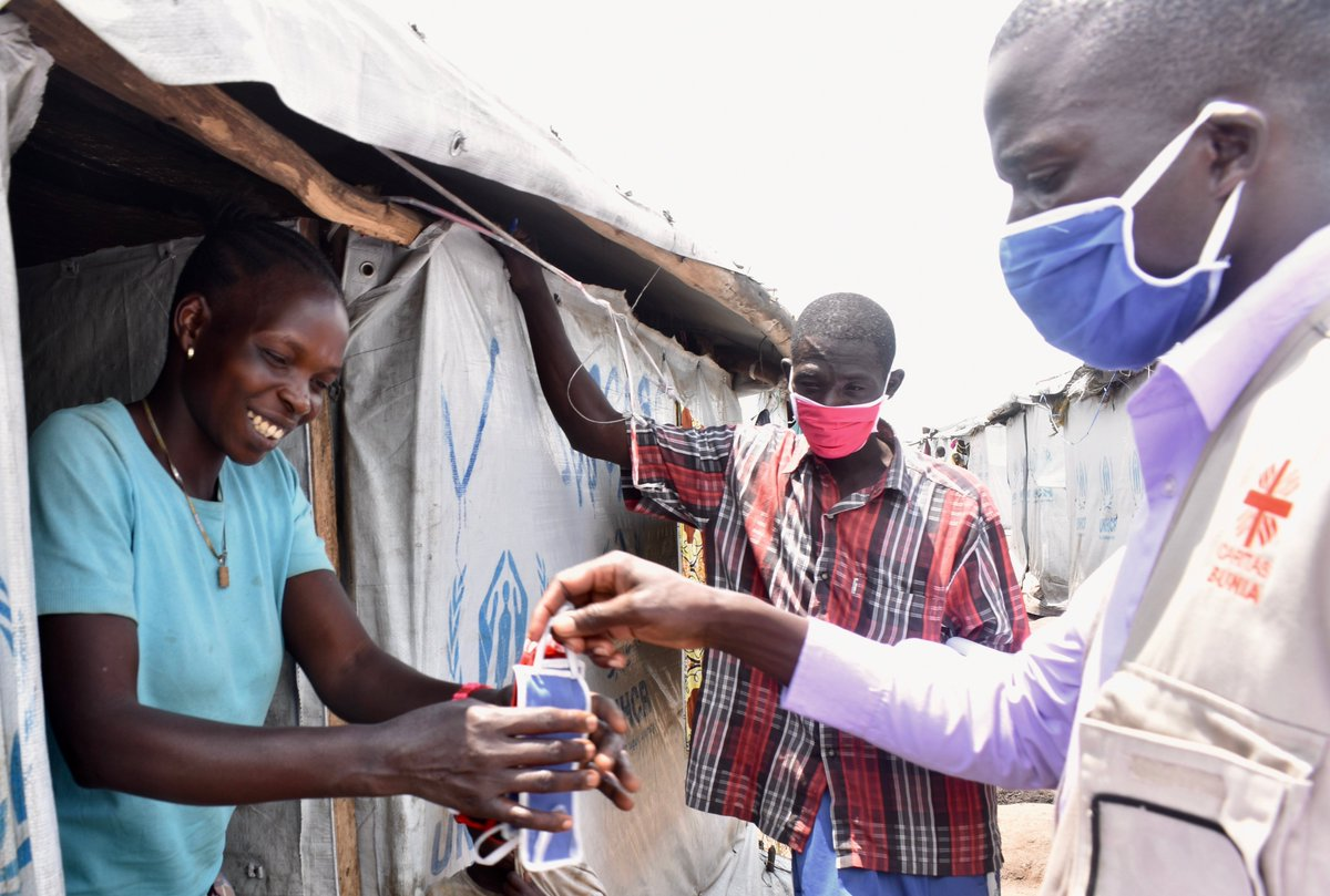 🤝 Stronger together 🤝   🇨🇩 In eastern DR Congo, refugees take the initiative to help as the coronavirus spreads.    😷 They produced over 11,000 face masks which have been distributed to internally displaced persons. https://t.co/c3IHMmhCmJ