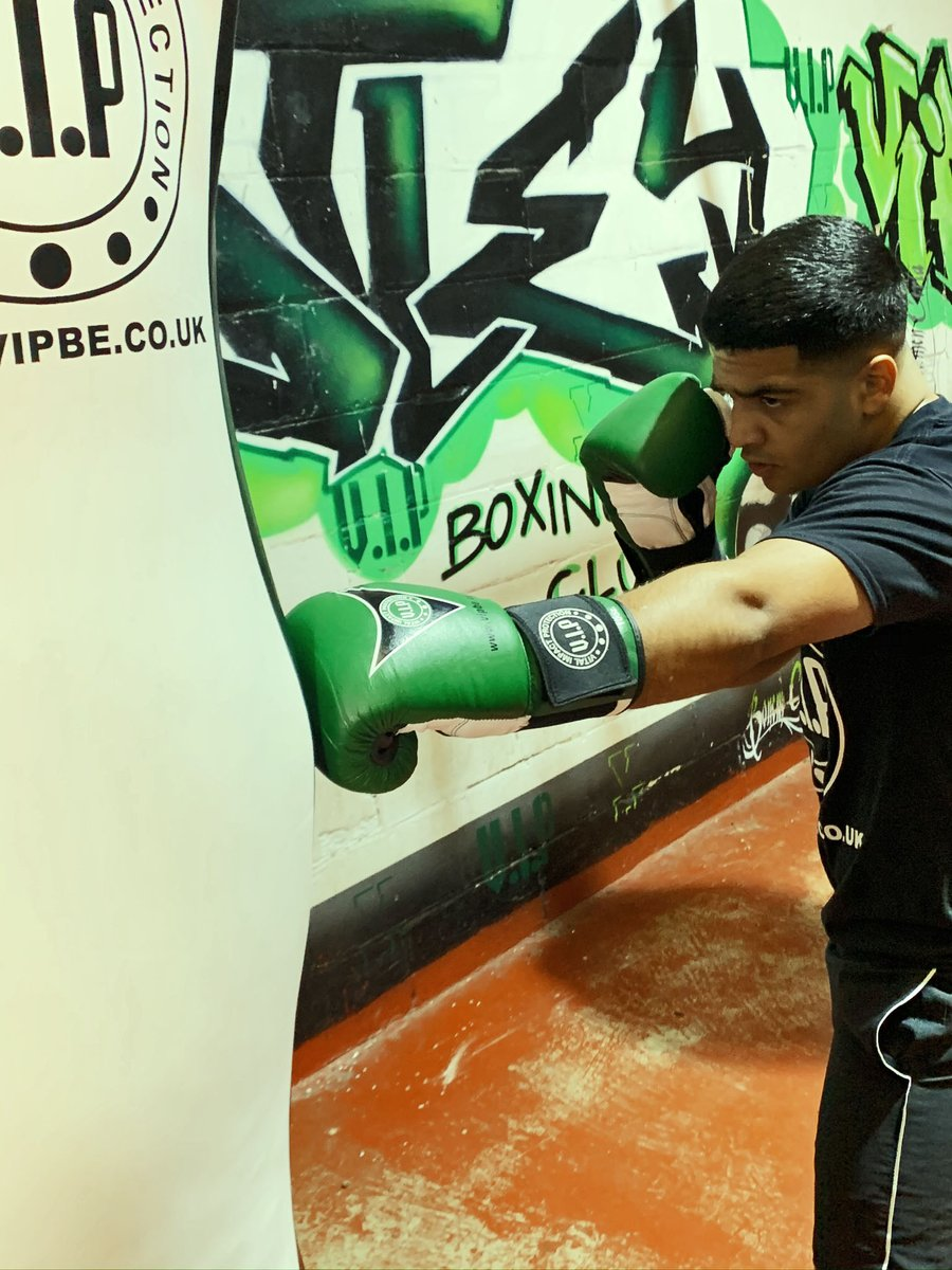The Bellator boxing glove provides comfort and support in unique army green leather, making you stand out on training days  #BOX #TRAINING #BOXERCISE #VIP #BOXING https://t.co/tdYHacYJw0