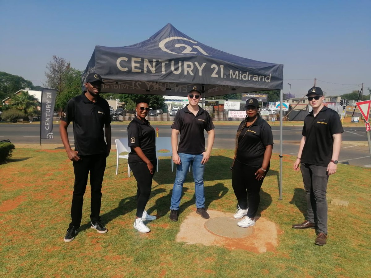 Meet more members of the Century 21 Midrand team! From left to right: Gugu Nyathi, Thapi Makhetha, and as previously Keegan Esterhuizen, Connie Ngobeni, Jesse Mc Intyre. A Worldwide Leader in Real Estate. Buy   Sell   Rent https://t.co/abuwdIkeRS #C21 #Leaders #buy #sell #rent https://t.co/JASbJ0IMIB