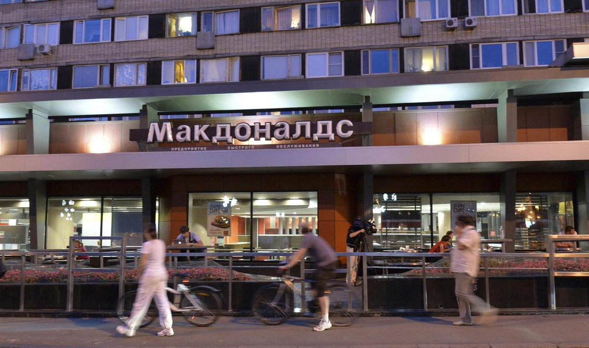 #Russia's consumer health watchdog on Tuesday ordered bars and restaurants to close between 11:00 p.m. and 6:00 a.m. local time to contain the novel #coronavirus, RIA news agency reported. https://t.co/7GWDDarQp2