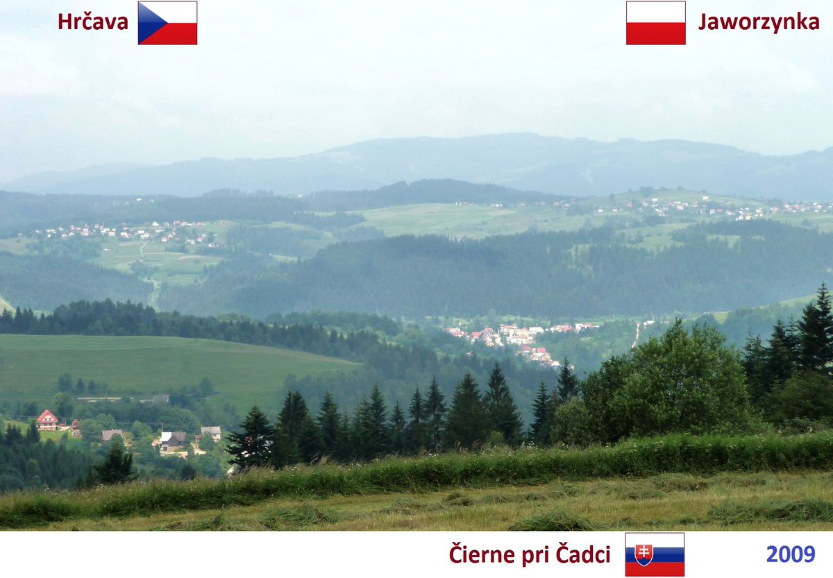 Area of the triple border of the Western Slavs: view on Hrčava (Czechia 🇨🇿, left on the hill), Čierne pri Čadci (Slovakia 🇸🇰, down in the valley) and Jaworzynka (Poland 🇵🇱, right on the hill). Photo: 2009. pillandia.blogspot.com/2020/10/2009-c…
