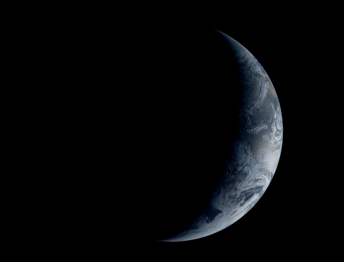 Good morning earthlings!      This image from GOES-East was taken at 2020-10-27T08:59:56.4Z #GOESEast #Earth #Space #Satellite It's a big world out there, and I'm happy you are part of it! https://t.co/eC4UdGMU3Y