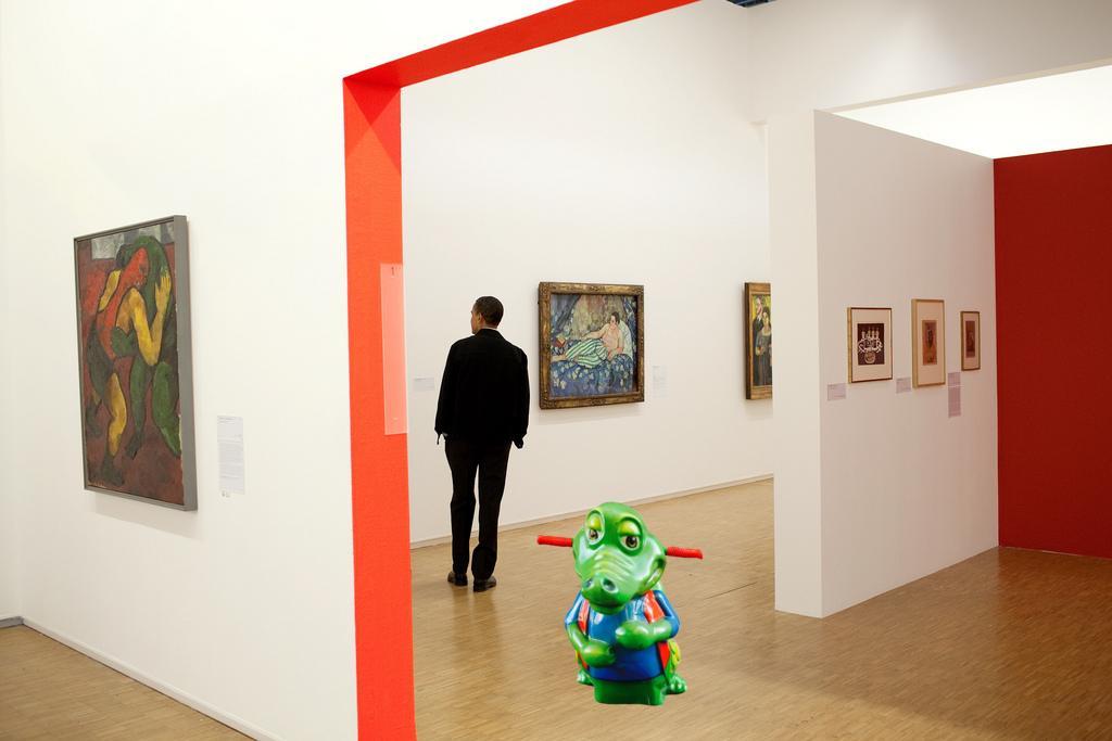 President Barack Obama tours the Centre Pompidou modern art museum in Paris.  June 6, 2009  Pete Souza https://t.co/H8SCp48nR1