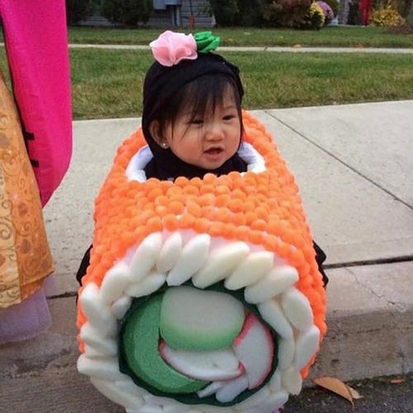 Halloween costume idea for sushi lovers 😂🍣  #halloween #halloweencostume #hanamisushibar #maki #makicostume #sushi #sushiaddicted #sushilovers #halloweeniscoming #costumeideas #funny #funnycostume #sushicostume #endlesscreativity #creativity #creativecostumes #ilikesushi #food https://t.co/70ufT5pshP