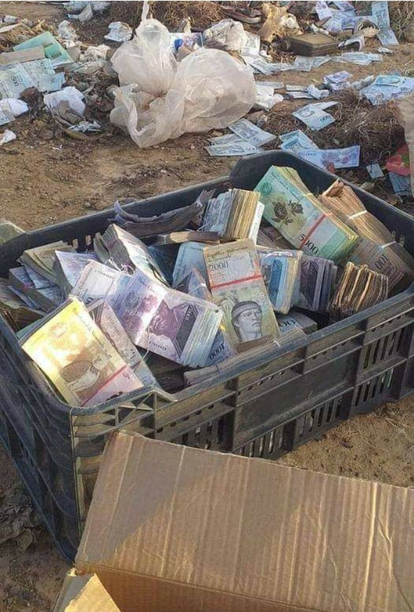 Where the money in #Venezuela is: in the garbage because it is worthless.   #hyperinflation #XRPCommunity #BTC #Crypto #XRP https://t.co/nfQboKVrUm