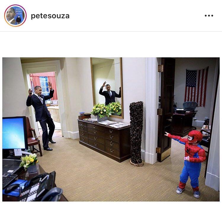Não sou fã do Obama. Mas do seu fotógrafo oficial... Não dá para tirar a capacidade midiática e carisma do Obama, mas o Pete Souza é fundamental para saber como o ex-presidente imprimiu nas mentes seu bom-mocismo. Souza foi FPOTUS de Reagan e George W. Bush! https://t.co/bKCsa43FNc