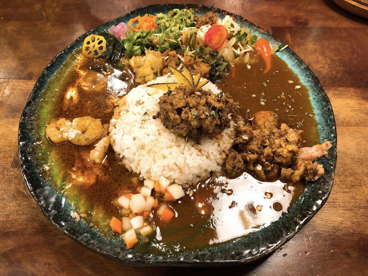 今日は段違いに美味しいスパイスカレーに出会いました。これから温かい食べ物がこいしくなる季節ですね。鍋食べたーい!11月のスケジュール更新です☆