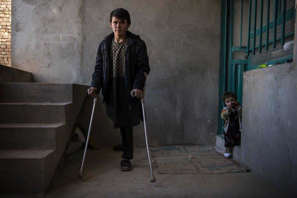 The war in Afghanistan has killed at least 553 children so far this year. More than 1,295 children have been wounded and many of them will have life-altering injuries - h/t @UNAMAnews unama.unmissions.org/protection-of-…