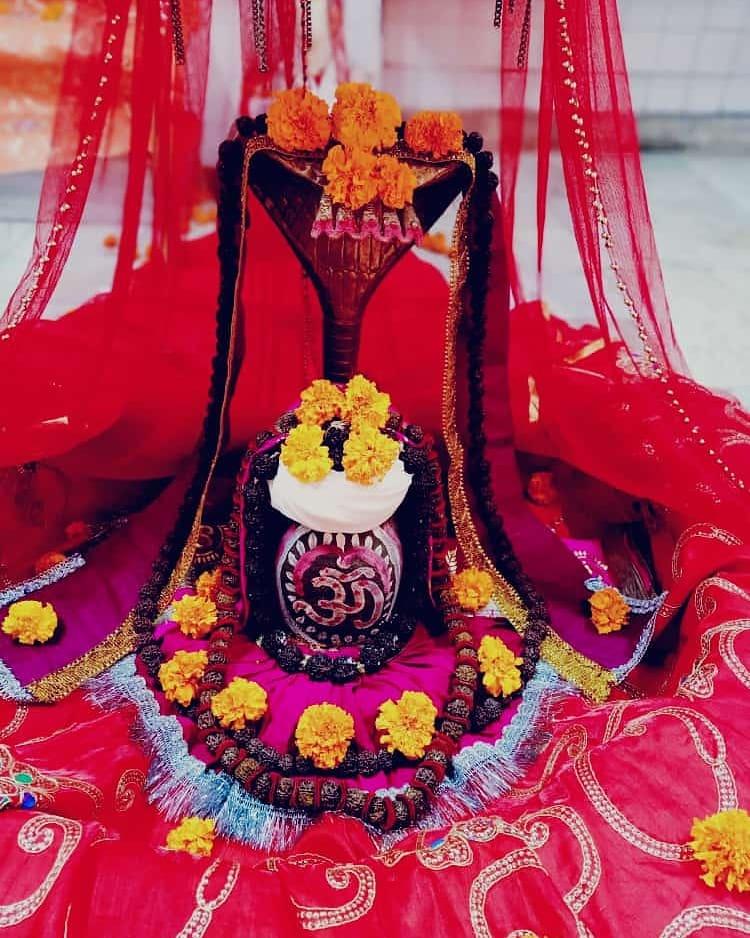हर हर महादेव  आज का श्रृंगार  #HarHarMahadev #om .#namashivaya  #har #har  #mahadev_har  #ambikadevi_ji  #derababamangalnath #ambikadevimandir #kharar  #Mohali #punjab  #YogiRamnath #myogiramnath https://t.co/J3FH9yXkb6