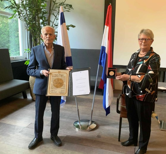 Honselersdijks echtpaar ontvangt postuum Israëlische eretitel https://t.co/NkA4R9TY2U https://t.co/P5IlqnyYpf