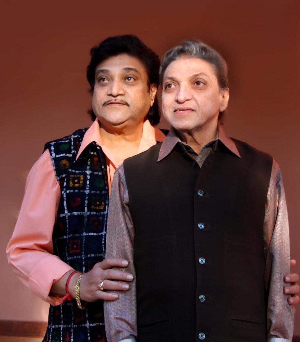 गुजराती फिल्म जगत के प्रसिद्ध गायक ,पूर्व सांसद श्रीमहेश कनोडिया और प्रसिद्ध अभिनेता, पूर्वविधायक श्रीनरेश कनोडिया के निधन से अत्यंत दु:ख हुआ।मैं शोकसंतप्त हृदयसे श्रद्धासुमन अर्पित करती हूँ और दिवंगतों के आत्मा की शाश्वत शांति और मोक्ष के लिए परमात्मा से प्रार्थना।@hitukanodia https://t.co/uUjtFKEz4d