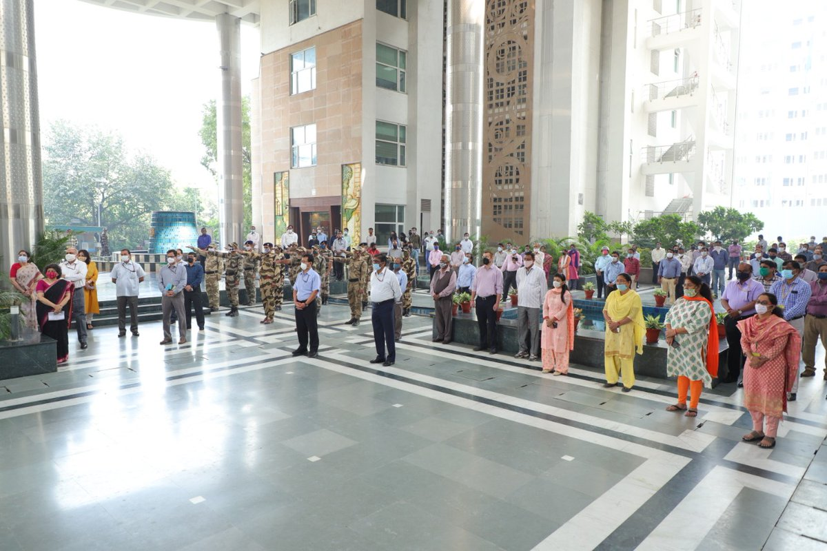 To mark the #VigilanceAwarenessWeek2020 (27th Oct to 2nd Nov), employees of @MoEFCC, took the Integrity Pledge today at the atrium of Indira Paryavaran Bhawan, New Delhi.   Shri R.P. Gupta, Hon'ble Secy. of @MoEFCC administrated the pledge on the theme,