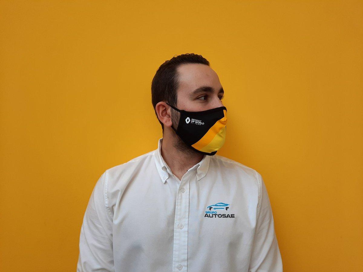 Nuestro jefe de almacén nos enseña las nuevas mascarillas de #renaultf1 Consigue la tuya por tan solo 5€. Además beneficíate de un 10% de descuento en la colección F1 Team 2020 #Renault #Dacia #Formula1 #mascarillas #Madrid #Toledo #proteccion #hibrido #COVID19 https://t.co/aowq70khYb