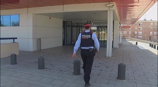🚨 Detingut a #Terrassa un home, veí de #Mataró, que es feia passar per infermer utilitzant un número de col·legiat que no era seu https://t.co/kuyHe5FxFY @NoticiesEnXarxa @mossos https://t.co/GrqP1jDjL9