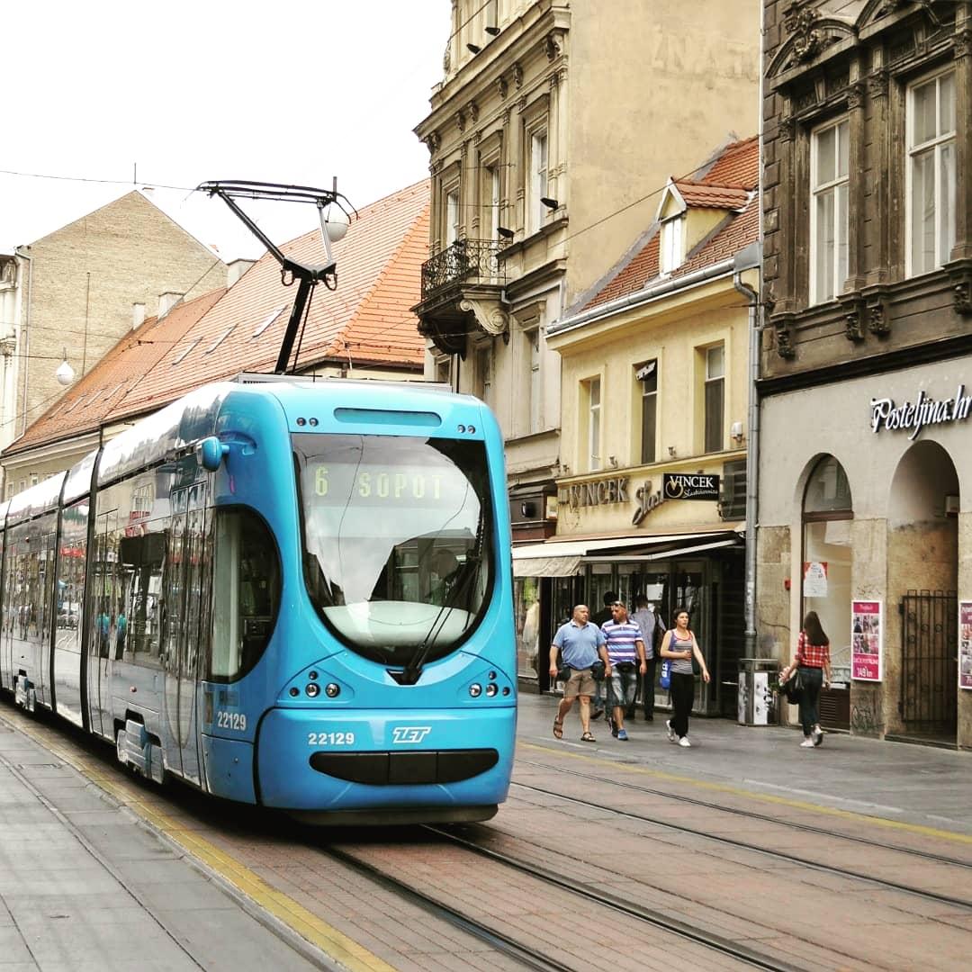 【クロアチア②】  ザグレブは可愛い乗り物がたくさん‼️市民の足でもあるトラムに、世界最短のケーブルカー🚈なんと片道30秒です🤭  #世界一周 #旅好き #写真好き #コロナで気が滅入るからみんなの写真で旅行しようぜ #クロアチア #ザグレブ #トラム #ケーブルカー https://t.co/qoBd1uFJLz