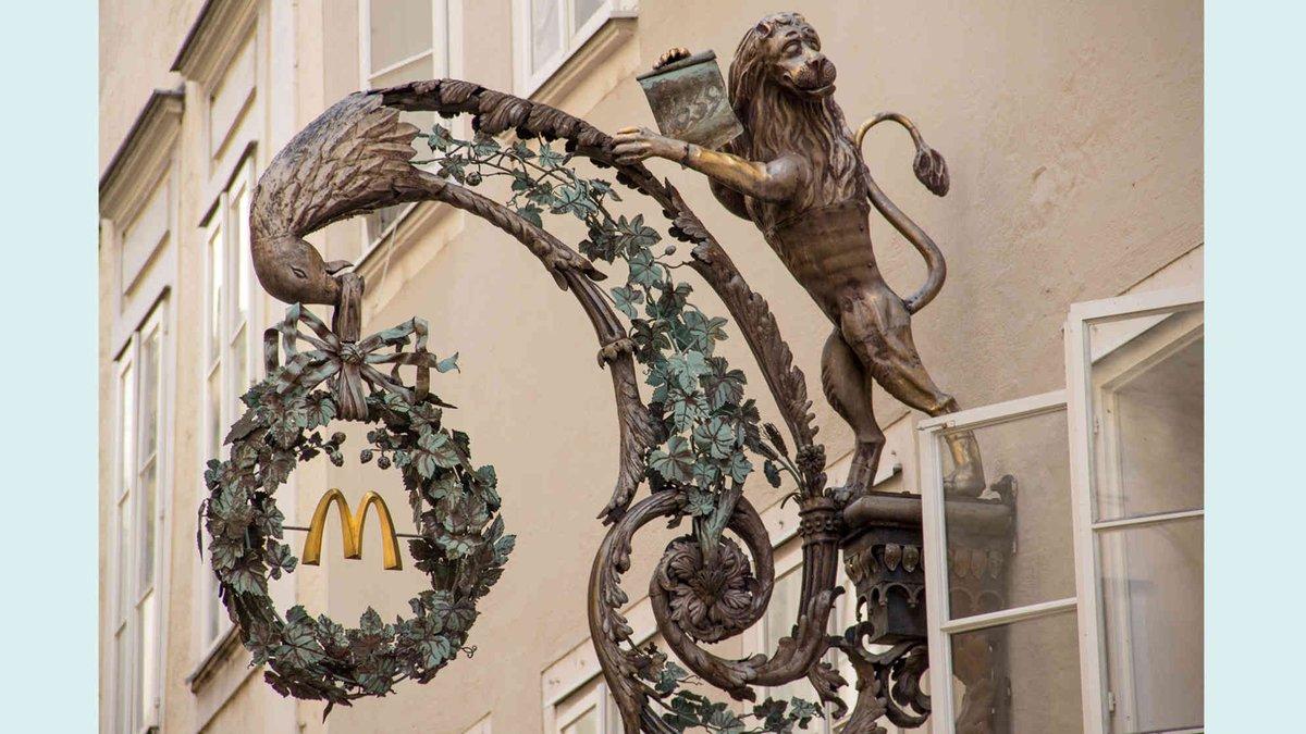 オーストリアのザルツブルク市の景観条例によって、マックドナルドの看板はこんな