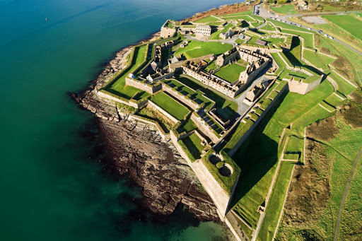 Protectors of our Harbour 4 of 5 Charles Fort, located in Kinsale harbour, was completed in 1682.  The massive 20 acre instillation was surrendered to the Free State following independence,  but was burned down by retreating anti-treaty forces. #CorkCityCouncil #PureCorkWelcomes https://t.co/WouDtc4GSZ