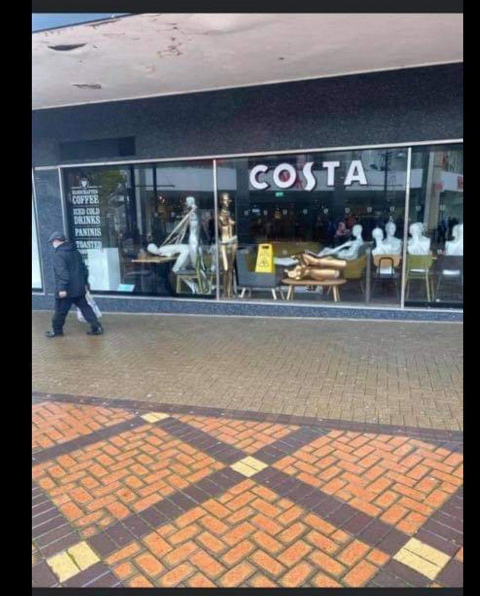 Only in my home town #Costa  #swindon https://t.co/u9k65DDuOE