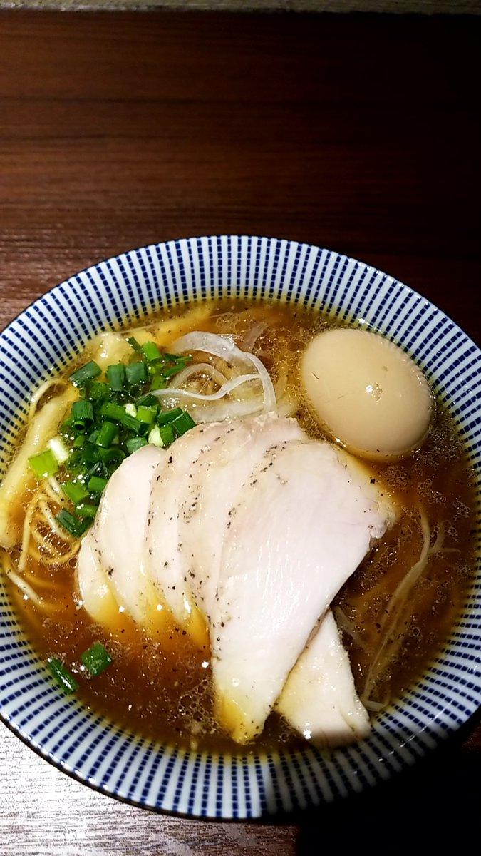 『今日のラーメン(10月28日 雅流)』今年329杯目。鶏🐓そば並をいただきました。あっさりとして、鶏🐓の甘味と旨味、醤油の風味そしてブラックペッパーの仄かな辛味は効いたスープとパツパツの細ストレート麺が印象的です。#醤油ラーメン #雅流