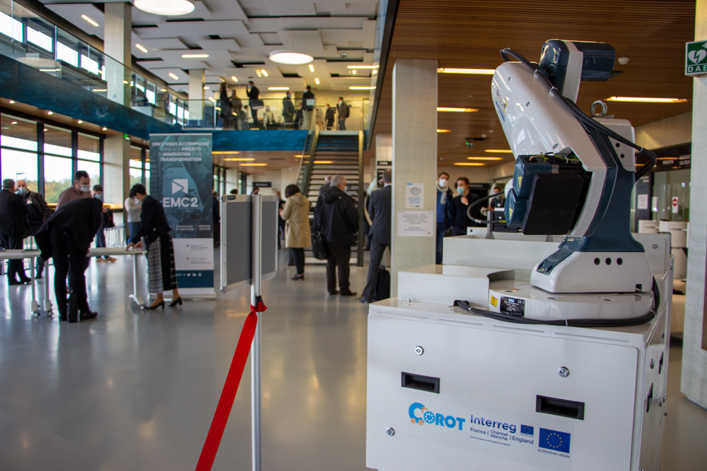 Nous avons été également heureux de participer à cet événement ! Merci @IRTJulesVerne  et @Polemc2 !   Sur la photo, le robot mobile TC200 de @TECDRON équipé d'un bras conçu par @DoosanRobotics. Intégration par les ingés de @GenerationRobot & @humarobotics. #Industry40 #robotics https://t.co/imb2b2CQxu