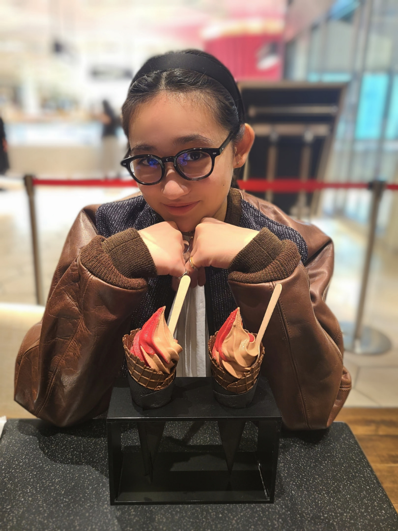 【10期11期 Blog】 10/27!石田亜佑美: おばんですっ石田亜佑美です 昨日佐々木莉佳子ちゃんと、スパイスカレーランチをしました あ、これはデザート食べたときのですが 完璧なデートアングルですねありがとうございます…  #morningmusume20 #ハロプロ