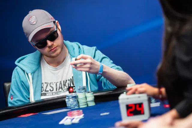 VIDA DUPLA! Sunday Million e Rolex à noite, call center de dia: o início de Conor Beresford https://t.co/RlhoEtb3yn #Poker #PokerOnline https://t.co/dngk1A7uKa