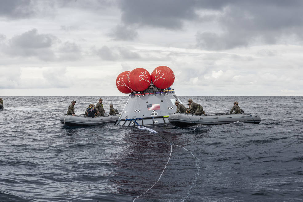 Each year, #NavyDay celebrates the men and women of the United States Navy. The Landing and Recovery Team, led by @NASAGroundSys, consists of personnel from the U.S. Department of Defense, including Navy amphibious specialists. Learn more: go.nasa.gov/3ozHKhl