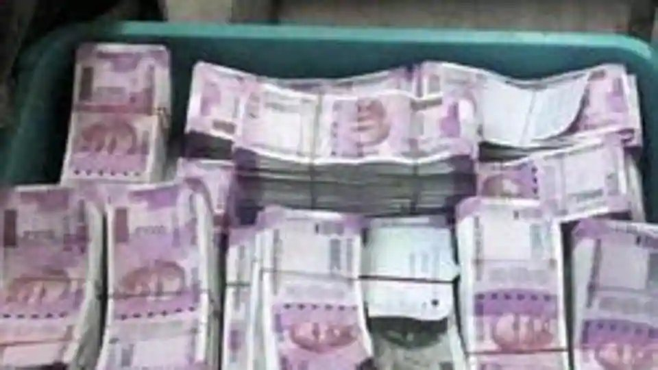 Row erupts after cash seized from a residence of Telangana BJP leader's kin  (reports @asrao2009)   https://t.co/RZSEWvtlho https://t.co/oioPFdxi3A