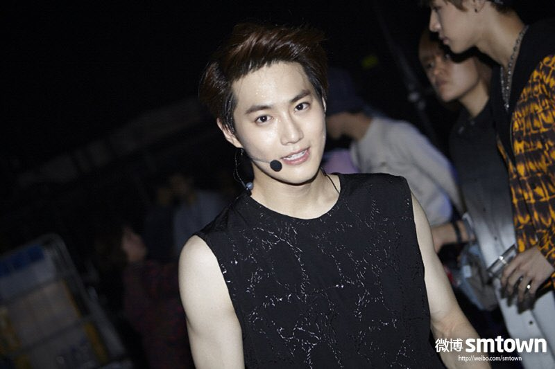 131028 SMTOWN Weibo   #EXO #수호 #준면 #SUHO #Junmyeon @weareoneEXO https://t.co/WKgjWRqltB