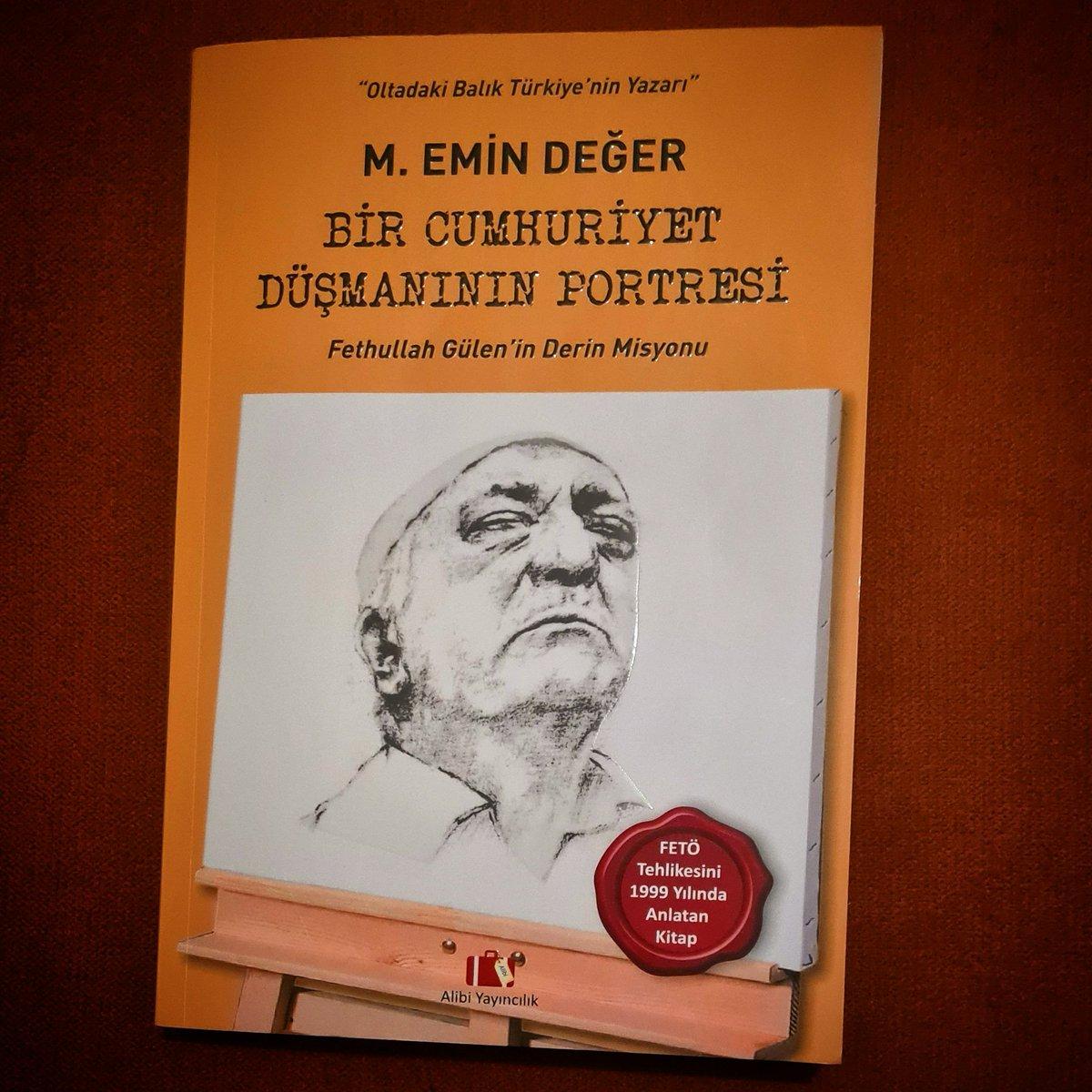 """Kitap Önerisi: Bir Cumhuriyet Düşmanının Portresi / M. Emin Değer  1999 yılında Gülen'in gerçek niyetlerini anlatan bir kitap... Okununca """"kandırılmamak her zaman mümkündür"""" dedirtiyor... Önerilir... https://t.co/VvBskTJhYh https://t.co/gps9F1b5Tl"""